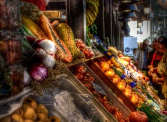 Ilustración de cajas de fruta y verdura típicas de un Mercado