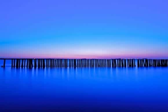 Fotografía de un Océano Azul para ilustrar el artículo